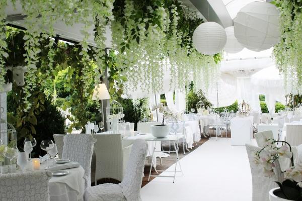 restaurant-728F1EA04-0A3C-522F-7F48-867DF336674F.jpg